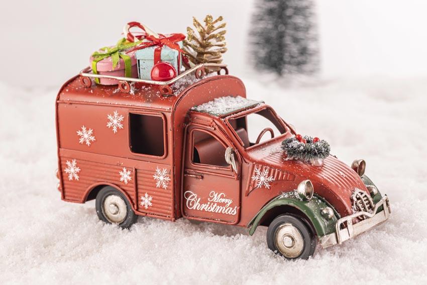 vianočné autíčko s darčekmi