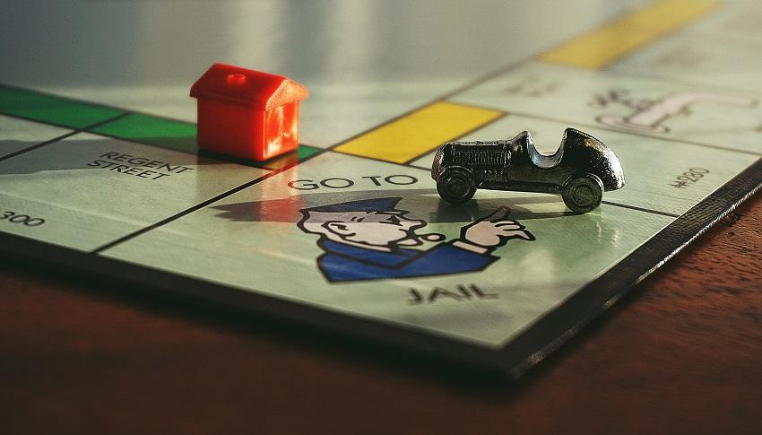 Hracia plocha Monopoly s figúrkami