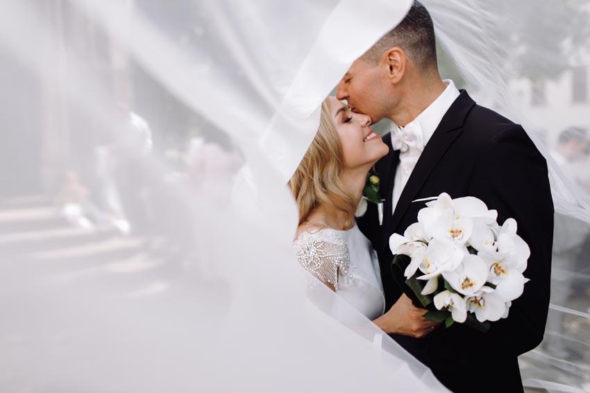 svadobná fotografia nevesty a ženícha