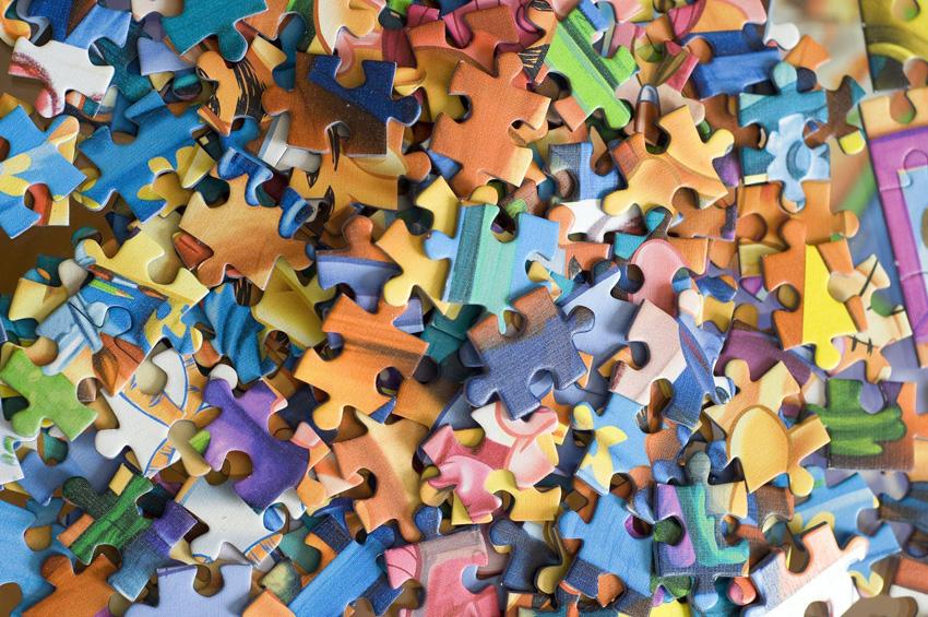 farebné dieliky puzzle