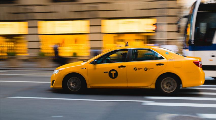 Taxi s polepom