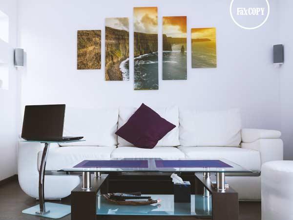 Moderný viacdielny fotoobraz nad sedačkou v obývačke