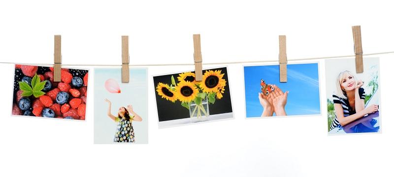 Fotky prichytené na špagáte štipcami
