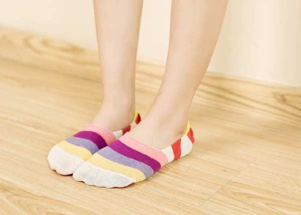 Farebné pásikavé ponožky